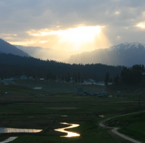 Stories From Kashmir-Valley Of Gold