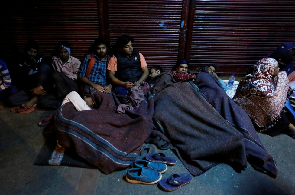 People sleep outside a bank as they wait for the bank to open to exchange their old high denomination bank notes in the early hours, in the old quarters of Delhi, November 16, 2016. REUTERS/Adnan Abidi
